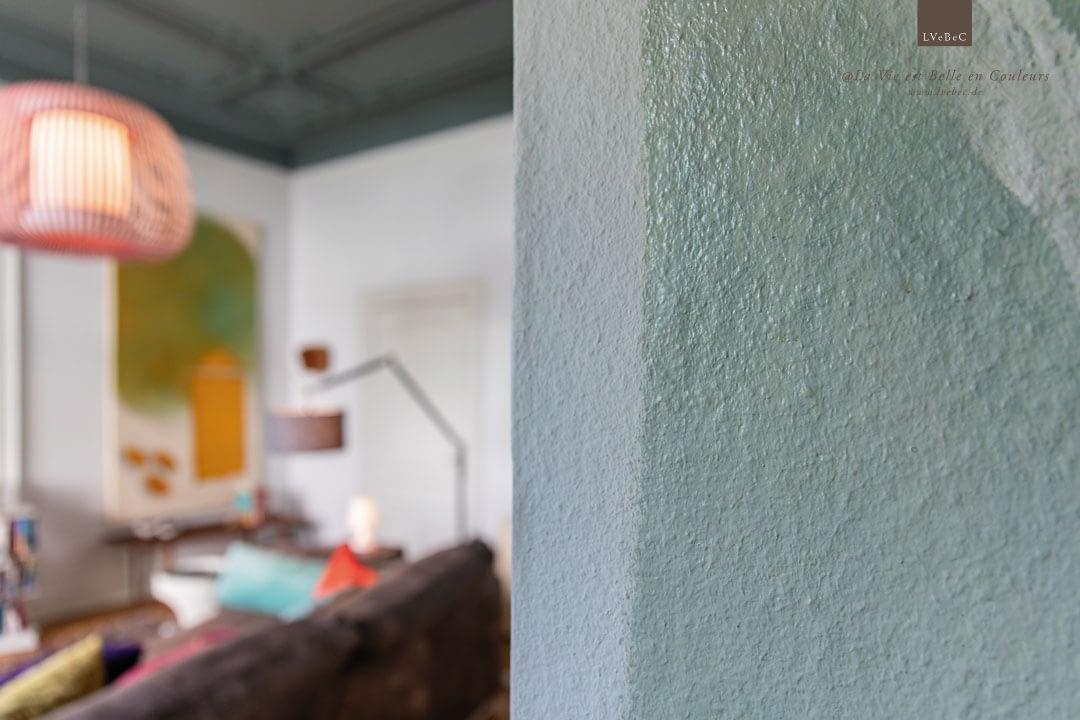 Bemalte Türlaibung des Wohnzimmer